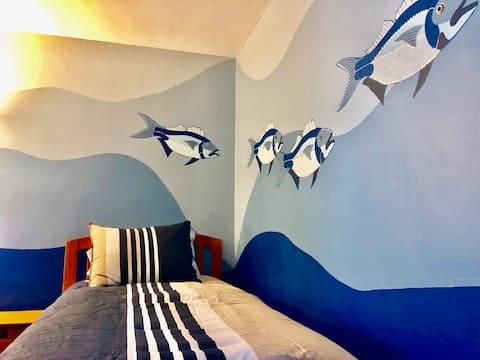 Howards End - Room 2-4 (Single Bed & Shared Bath)