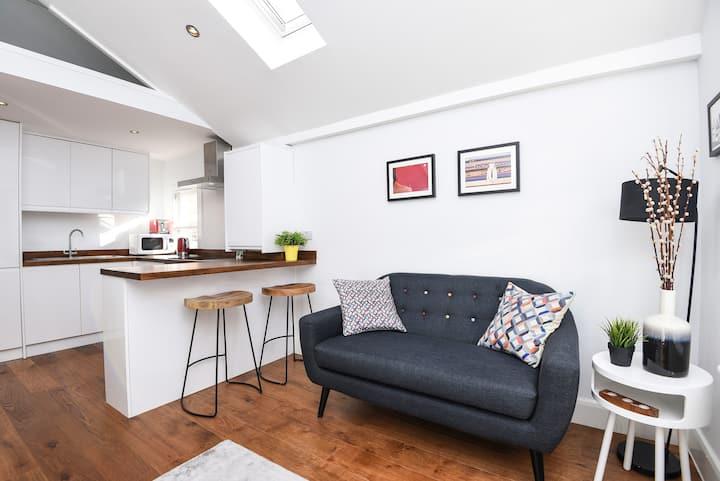 Studio flat close to Battersea Park