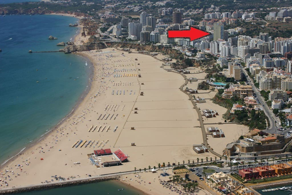 The studio is located just a 5 min walk from the beach, on the 8th floor of the tall yellow and blue building indicated.