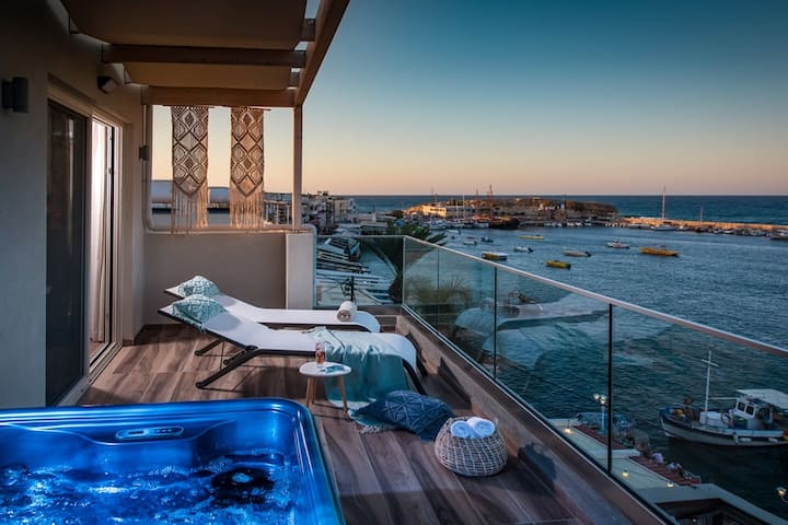Sea View Penthouse with Jacuzzi