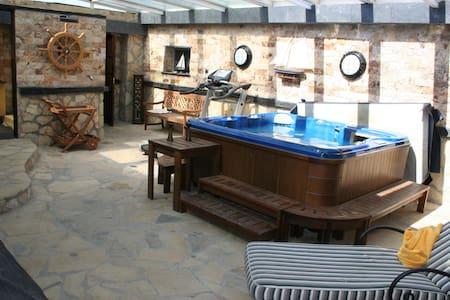 Villa con piscina, jacuzzi y vistas - Guadalajara - Villa