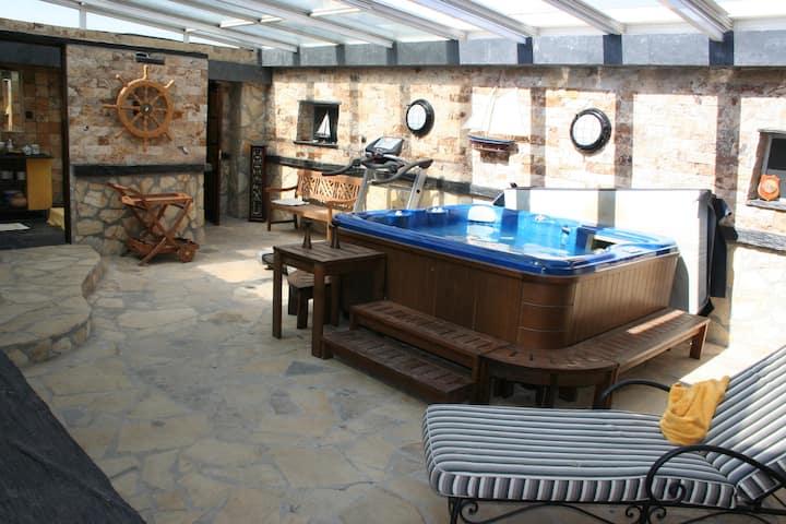 Villa con piscina, jacuzzi y vistas para 10/12 Pax