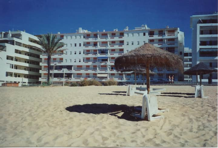 T1 front of the beach, in Quarteira