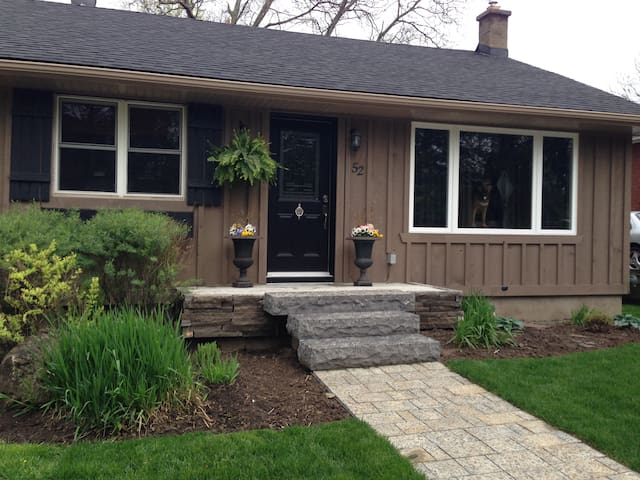 Renovated Home Dwntn Waterdown