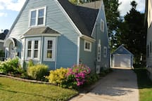 Charming 2 Bedroom Cape Cod House in Two Rivers