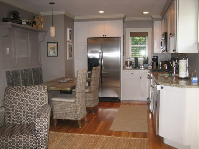 Nicely equipped kitchen with dishwasher, microwave, toaster, coffee maker, ice maker and more!