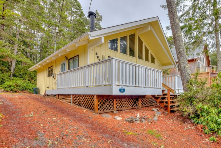 Amazing Place (MCA 1295) - Two-Bedroom Manzanita Chalet with Sleeping Loft is a Stroll to the Beach