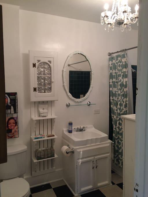 3 piece bathroom with tub