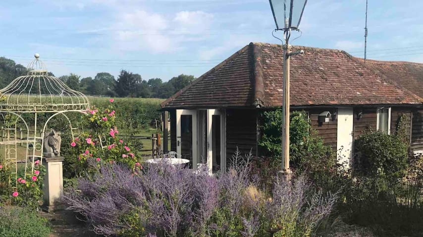 Private Guest Suite in grounds of Thatched Cottage