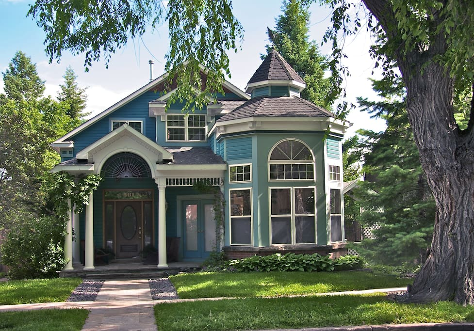 2 Elegant remodeled Victorian in quiet West Boulder,  an 8 minute walk from the Pearl Street Mall