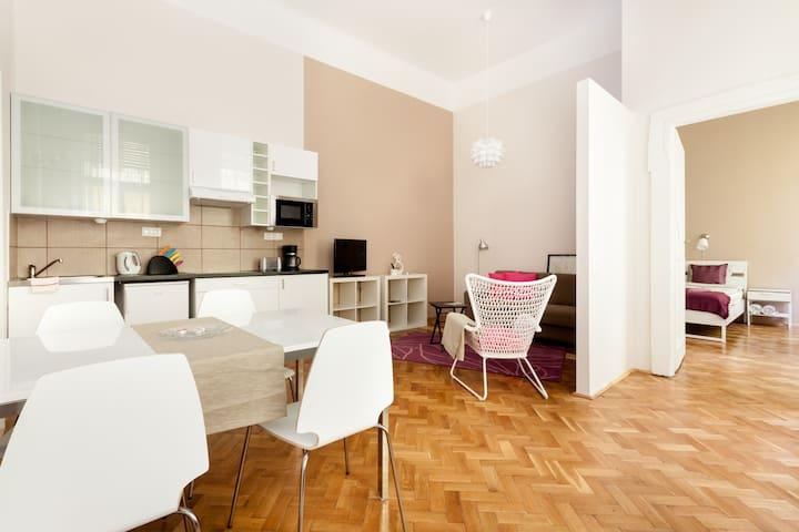 Charming 1BR apartment @ Oktogon