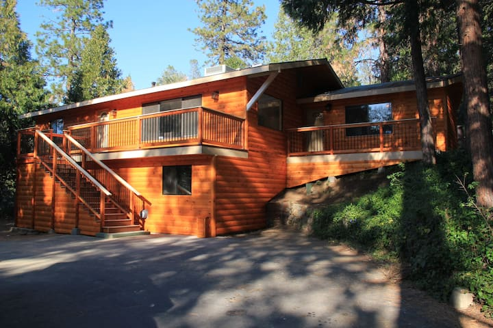 Golden Trout Retreat, No Cleaning fees! A/C!