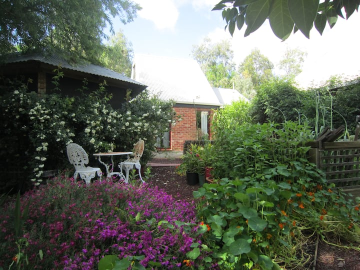 Outlook Cottage  - farm stay accommodation