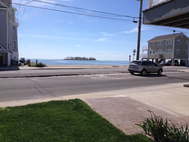 Large Studio by the beach w/private entrance