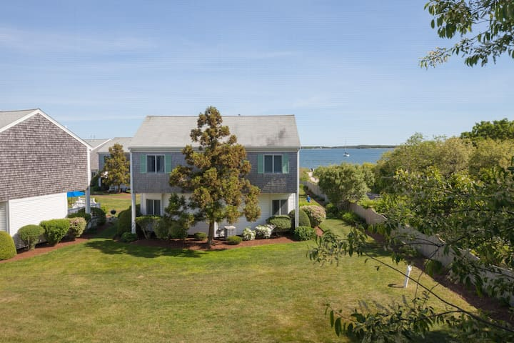 2 Story Townhome with Beach Access Unit A