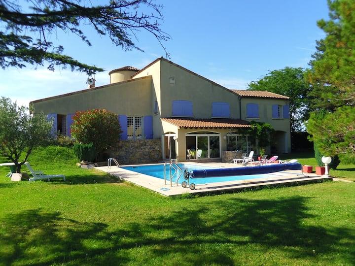 Villa au calme avec Piscine, Parc arboré de 6000m2