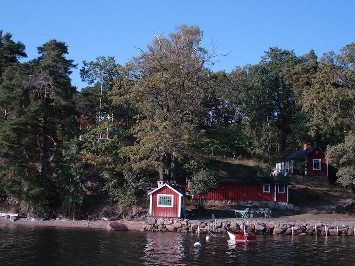 """Seafront cottage - """"Strandstugan"""""""