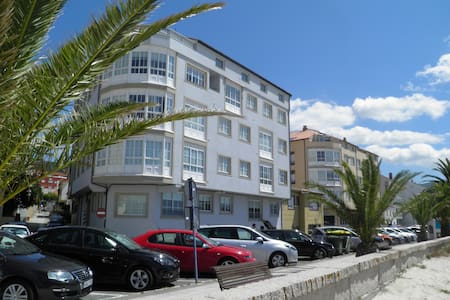 2 bed Apartment - Beachfront - Wohnung