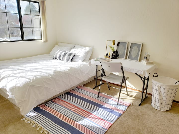 (7) Cozy Private Room in Mt View !