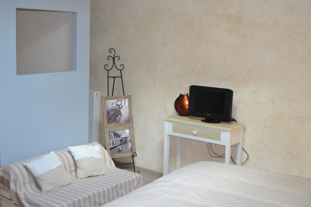 chambre 2 pers proche puy du fou maison d 39 h tes louer les ch telliers ch teaumur pays de. Black Bedroom Furniture Sets. Home Design Ideas