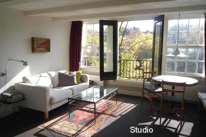 Lovely STUDIO in a Canal-house; historical centre