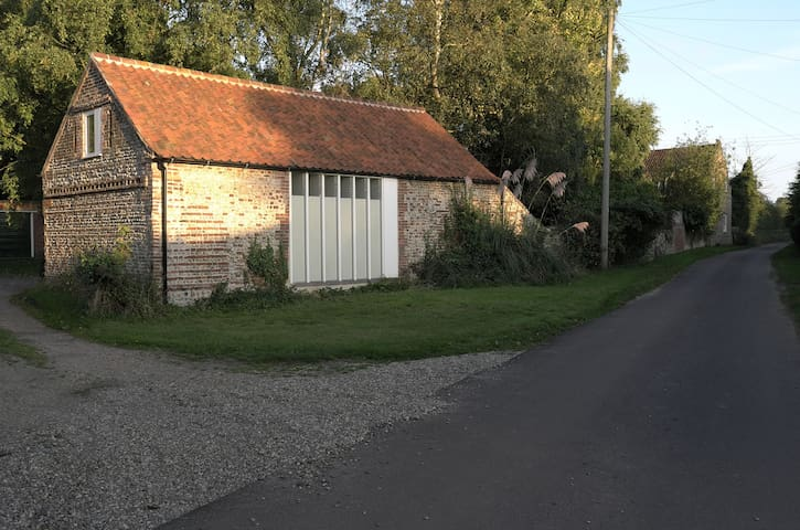 Architect-refurbished Norfolk barn  - Thursford - Altres