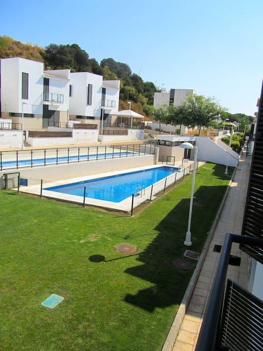 Zona piscinas infantil y adultos