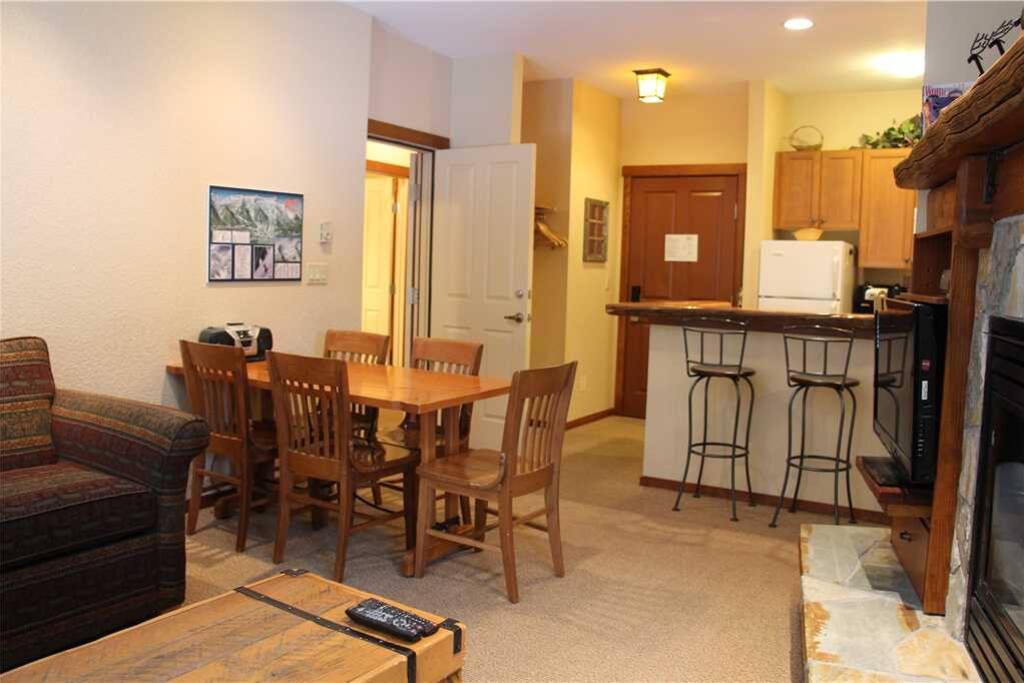 S402 Living Room 1