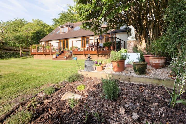 Sunny, big apt with garden