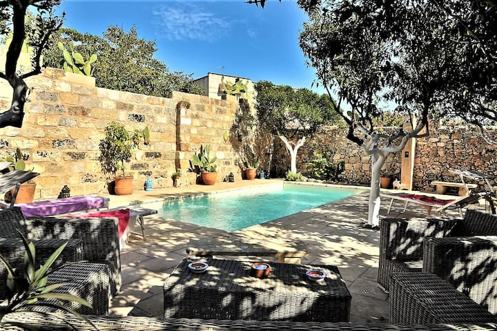 Apulia 1700 Villa near sea, pool, gardens, WF,A/C