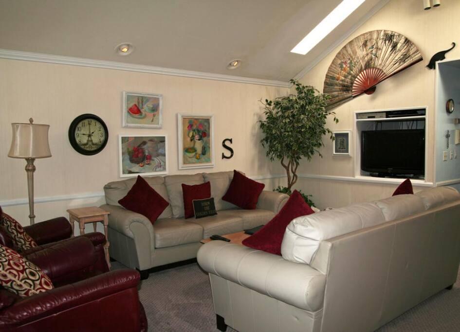 3-305 Sumner_living room_0012