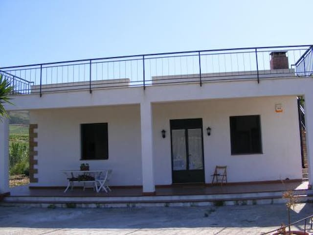 Accomodation in a FARMHOUSE - Alcamo - Rumah