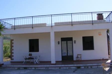 Accomodation in a FARMHOUSE - Alcamo - Haus