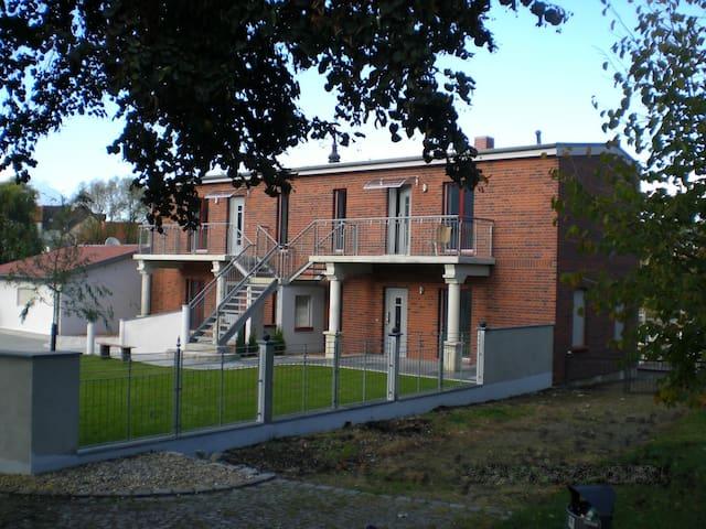 ferienwohnung oben rechts appartementen te huur in spremberg brandenburg duitsland. Black Bedroom Furniture Sets. Home Design Ideas
