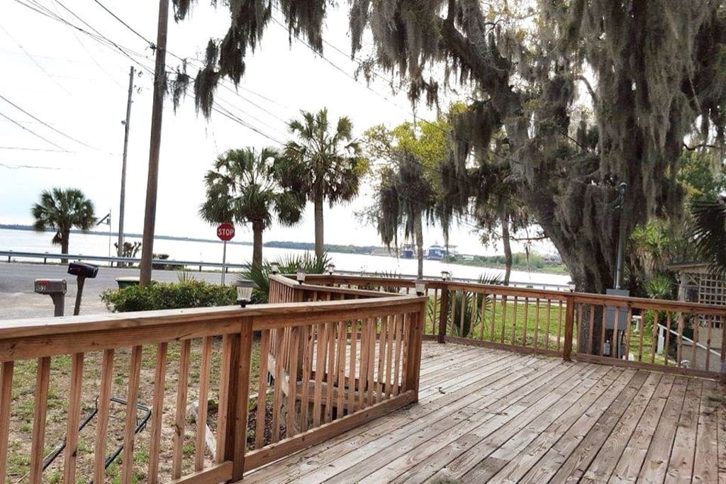 Front deck facing the Bay!