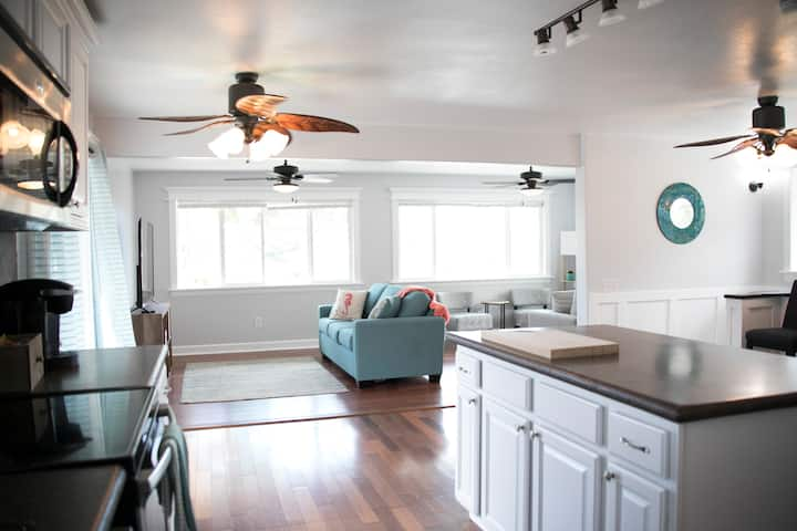 Ocean View-Block from the beach/trails-30 Day Stay
