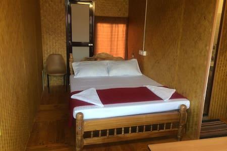Bamboo Hut Budget Room - Alappuzha