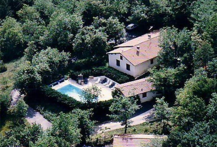 Gite avec Piscine - Jacuzzi proche Sarlat - Les Eyzies-de-Tayac-Sireuil - House
