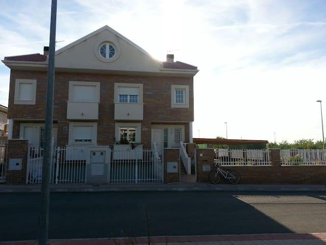 Chalet Villa Maria Alquiler Vacacional - Burguillos de Toledo - Dağ Evi