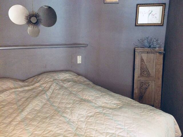 slaapkamer met twee bedden van 90x200