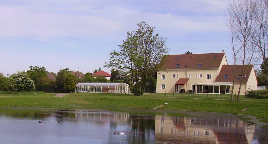 Gite avec piscine couverte chauffée - Ranville - Departamento