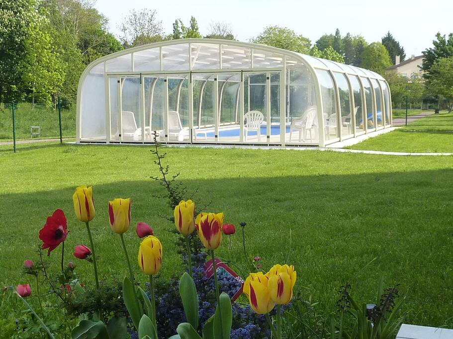 Gite avec piscine couverte chauff e appartements louer for Camping basse normandie avec piscine