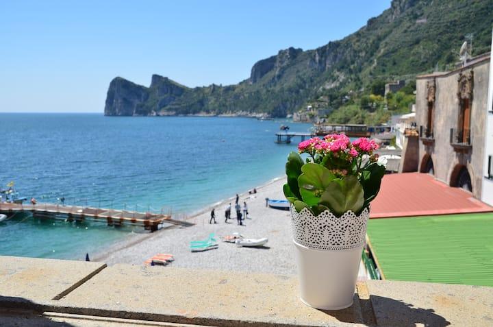 Musdea, Mimì sul Mare. Apartmet with private beach