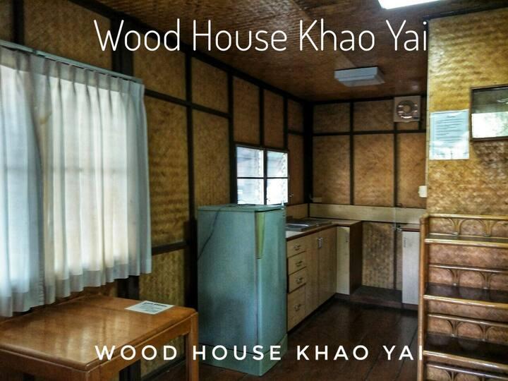 Woodhouse Khaoyaiโฮมสเตย์ไม้สำหรับ 4 ท่าน Single