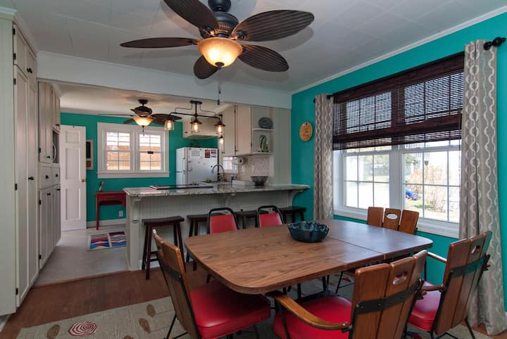 Robin Hood Beach Cottage-One of a kind ocean view cottage ideal for your family getaway