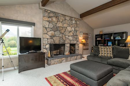 """Huckleberry Hideout"" in the Salmon River Valley - Appartement en résidence"