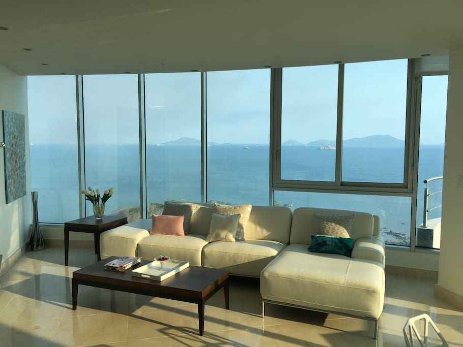 Living room with view on Pacific