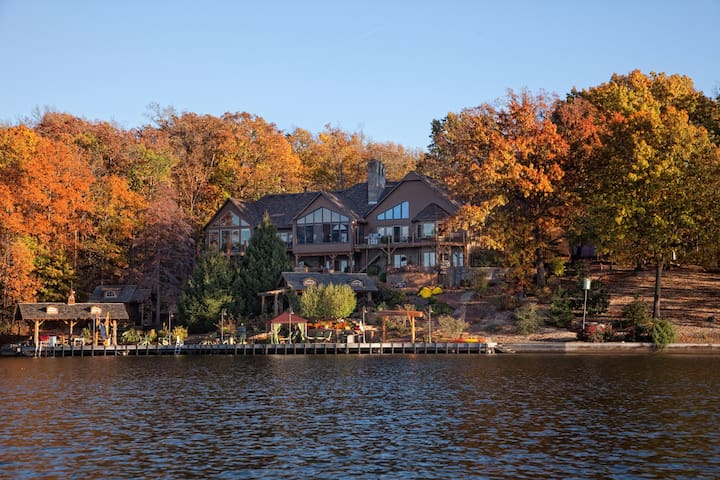 Cedar Lodge Arkansas Resort Rm with patio