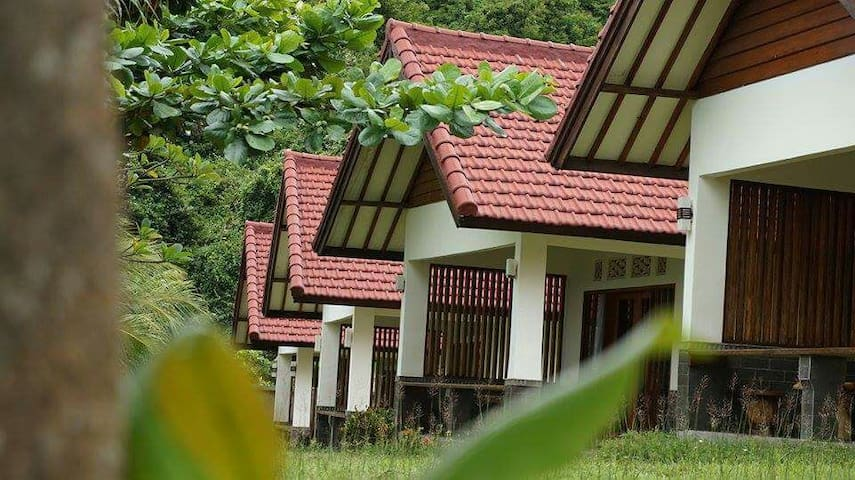 6 bed incloding resto and parking - mataram  - Bungalow