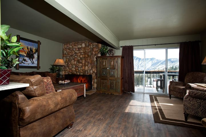 True Ski in/Ski Out - Just Remodeled - Amazing Views
